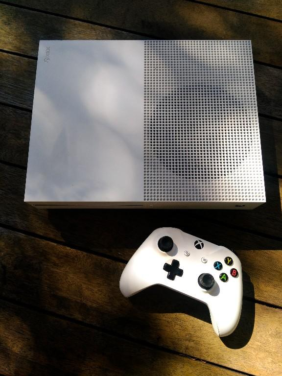 XBox One S Bundle with RIG500, Charging Station and